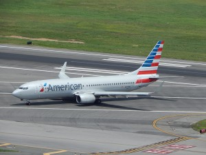 An American 737-800 pulls off the runway at DCA (by Ryan Ewing