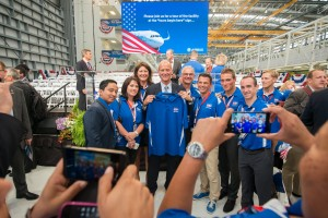 Airbus Group CEO Tom Enders poses for photos with team members at the Airbus U.S. Manufacturing Facility inauguration event (Photo provided by Airbus)