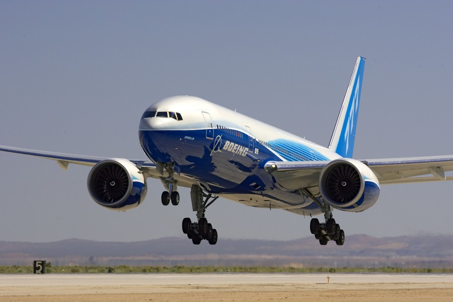 The Boeing 777-200LR touching down (Photo provided by Boeing)