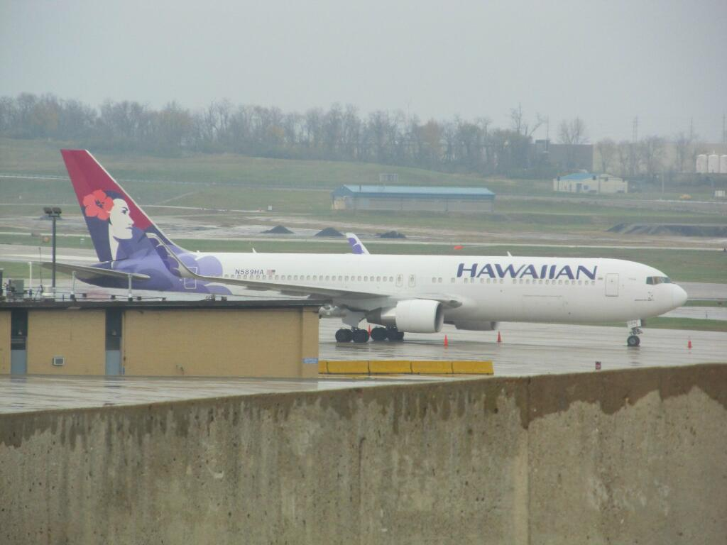 A Hawaiian 767-300
