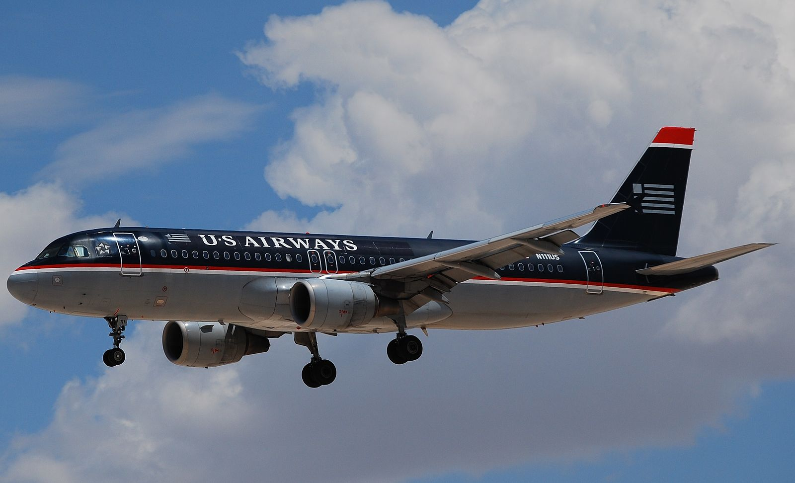 The blue/black US Airways livery (Photo provided by Eddie Maloney from North Las Vegas, USA (US AIRWAYS A320-214 N111US Uploaded by russavia) [CC BY-SA 2.0 (http://creativecommons.org/licenses/by-sa/2.0)], via Wikimedia Commons)