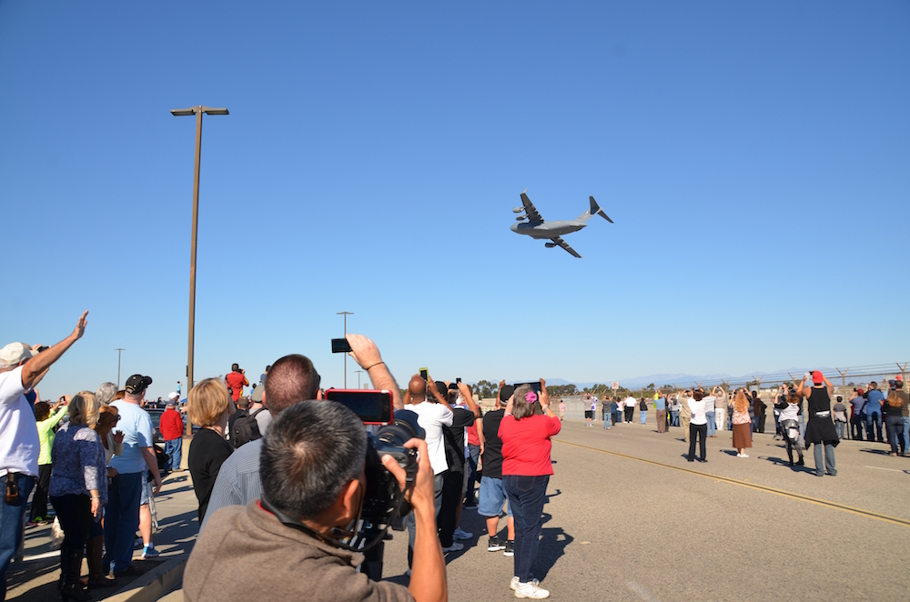 A large crowd gathers to see the last C-17 depart Long Beach (Photo provided by Boeing)