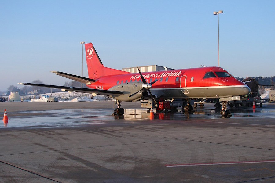 A Mesaba Saab 340 in Northwest Airlink colors (Photo provided by Cory W. Watts [CC BY-SA 2.0 (http://creativecommons.org/licenses/by-sa/2.0)], via Wikimedia Commons)