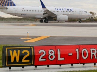 A United 737-700 lands on O'hare's new runway (Photo provided by Greg Linton)