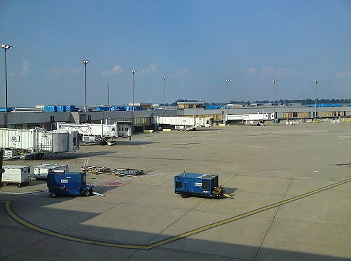 STL Airport - Photo Provided By Bridgemasterp (Own work) [CC BY-SA 3.0 (http://creativecommons.org/licenses/by-sa/3.0)], via Wikimedia Commons
