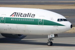 Photo: Kentaro Iemoto from Tokyo, Japan (Alitalia B777-200ER(EI-DBL)) [CC BY-SA 2.0 (http://creativecommons.org/licenses/by-sa/2.0)], via Wikimedia Commons