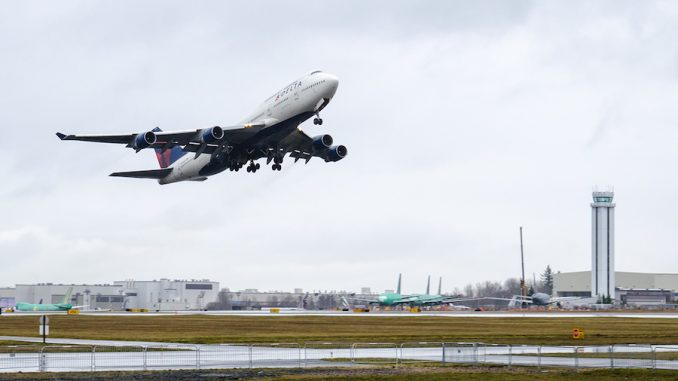 Boeing 747 takes last U.S. commercial flight