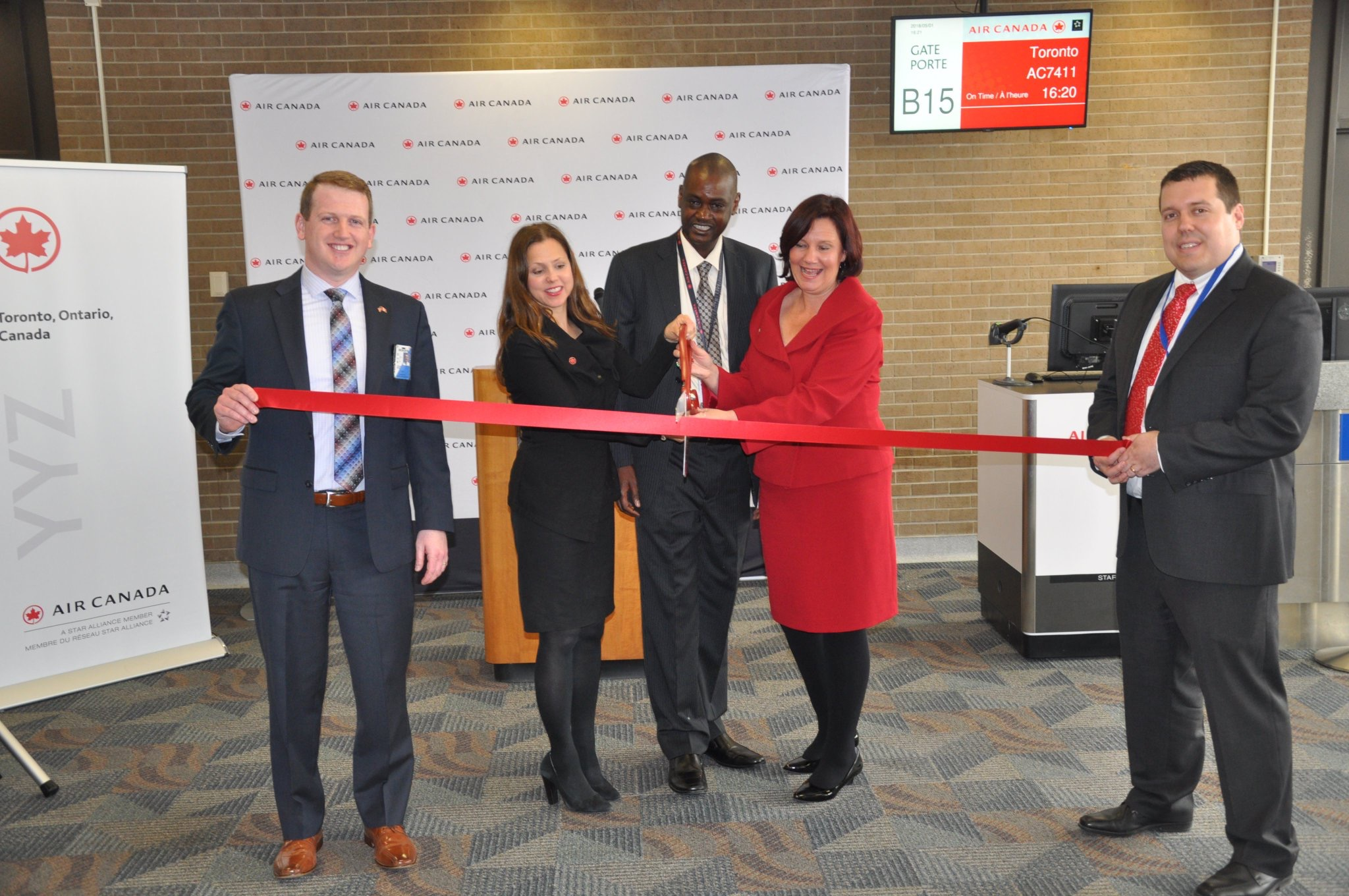 Ribbon cutting ceremony at the gate in Omaha. (Photo: Eppley Airfield)