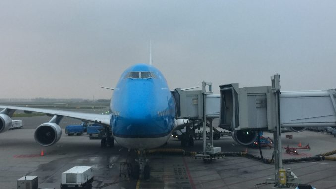one of klm's few remaining boeing 747-400ms  (photo: airlinegeeks | tom  pallini)