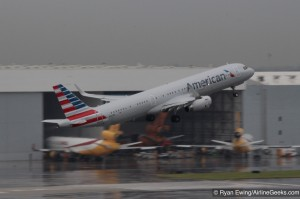 An American A321 departs from MIA